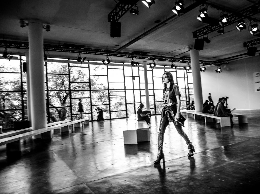 EXCLUSIVO IMG_20170316_164217188.jpg  TQ SÃO PAULO 16.03.2017 METRÓPOLE CADERNO2 Bastidores do São Paulo Fashion Week - SPFW 2017. FOTO TIAGO QUEIROZ / ESTADÃO - TIRADA COM MOTO Z PLAY + HASSELBLAD TRUE ZOOM