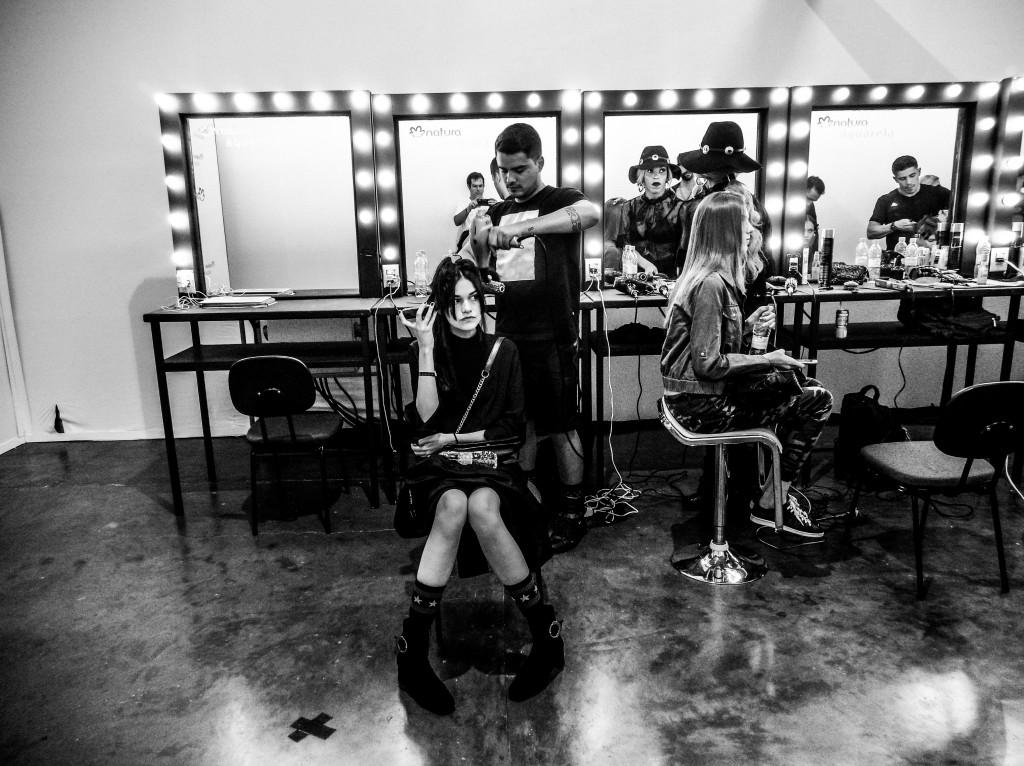 EXCLUSIVO IMG_20170316_170027517.jpg  TQ SÃO PAULO 16.03.2017 METRÓPOLE CADERNO2 Bastidores do São Paulo Fashion Week - SPFW 2017. FOTO TIAGO QUEIROZ / ESTADÃO - TIRADA COM MOTO Z PLAY + HASSELBLAD TRUE ZOOM