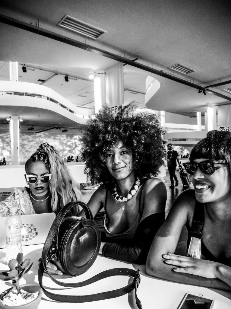 EXCLUSIVO IMG_20170316_174355224.jpg  TQ SÃO PAULO 16.03.2017 METRÓPOLE CADERNO2 Bastidores do São Paulo Fashion Week - SPFW 2017. FOTO TIAGO QUEIROZ / ESTADÃO - TIRADA COM MOTO Z PLAY + HASSELBLAD TRUE ZOOM