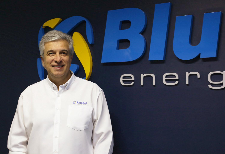 """""""Este ano ultrapassamos a casa de 4 mil sistemas próprios implementados e, em mais de 90% dos casos, a opção é a energia solar"""" - Nelson Colaferro, sócio-diretor da Blue Sol Energia Solar"""